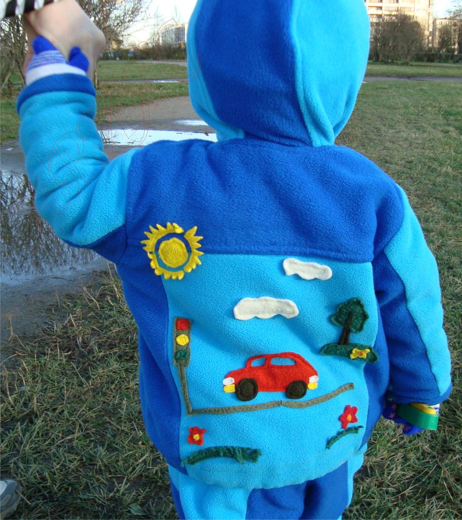 Детская флисовая куртка со штанами и аппликацией