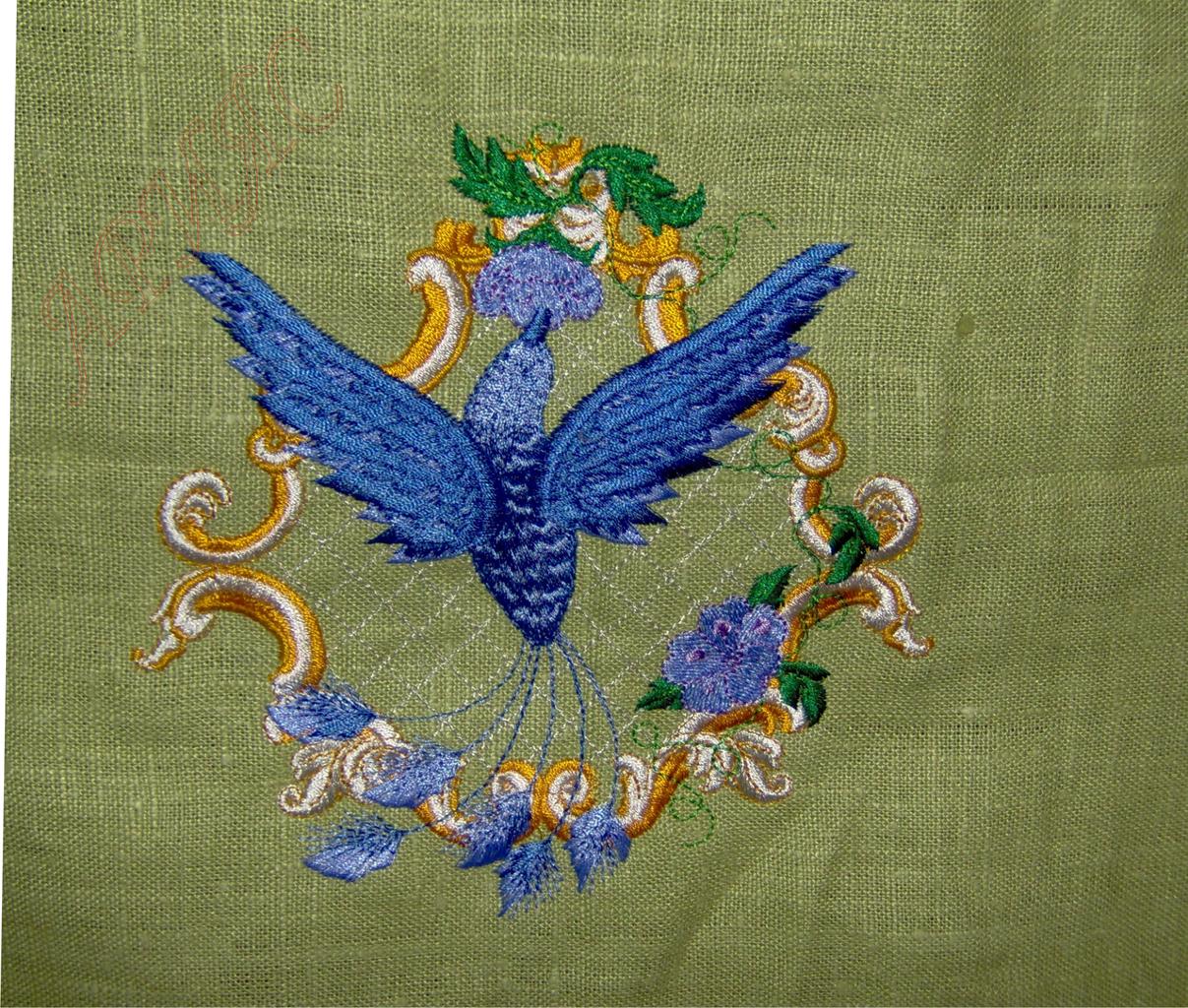 Элемент вышивки на скатерти